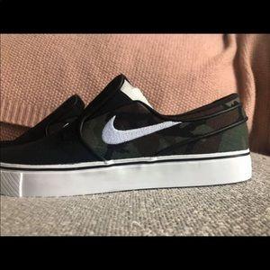 Men's size 8 Nike shoes